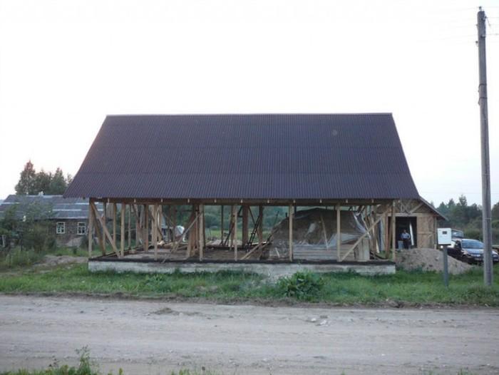 Житель Белоруссии строит соломенный дом (25 фото)