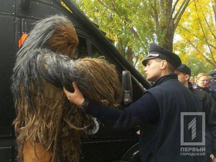 В Одессе полиция задержала героя «Звездных войн» Чубаку из «Интернет-партии Украины» (5 фото + видео)