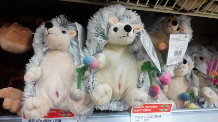 Во Владимирском магазине появились игрушки-ежики с непонятными розовыми дырочками (2 фото)
