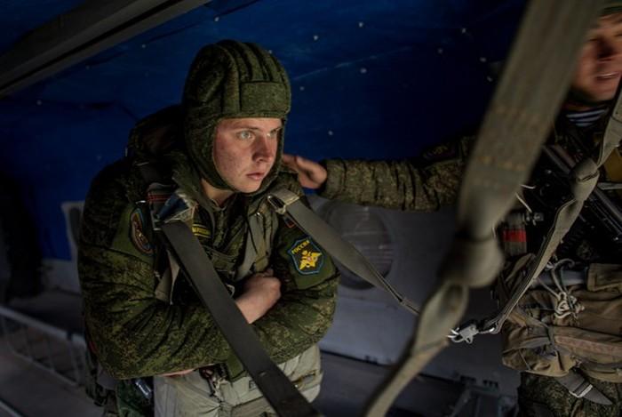 Проверка 45-й бригады ВДВ в фоторепортаже журналистов (30 фото)