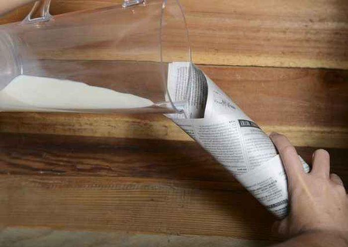 Секрет эффектного фокуса с кувшином молока и бумажным конвертом раскрыт (2 фото)