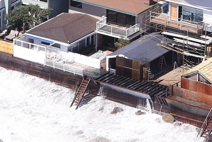 Миллионеры Малибу потратят 31 миллион долларов на спасение своих домов (6 фото)