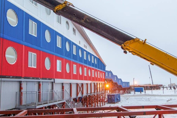 Неподалеку от Северного полюса заканчивается строительство военной базы «Арктический трилистник» (10 фото)