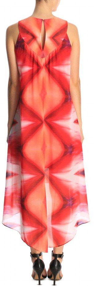 Платье с необычным узором позабавило пользователей сети (7 фото)