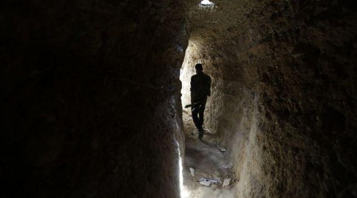 Тайные подземные ходы боевиков ИГИЛ (4 фото)