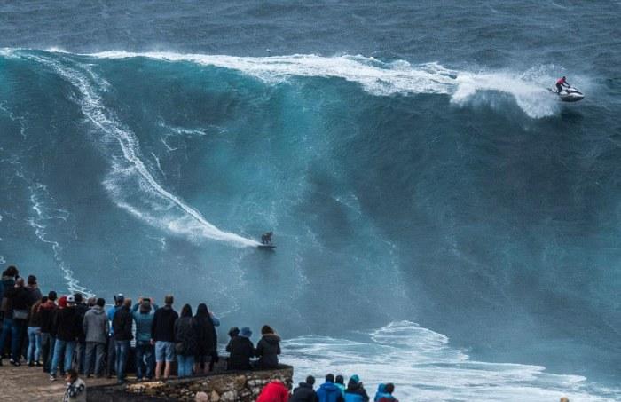 Бесстрашные покорители самых высоких волн (7 фото)