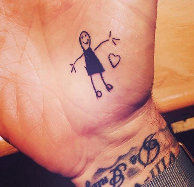 Дэвид Бекхэм набил две новые татуировки по эскизам своих детей (3 фото)