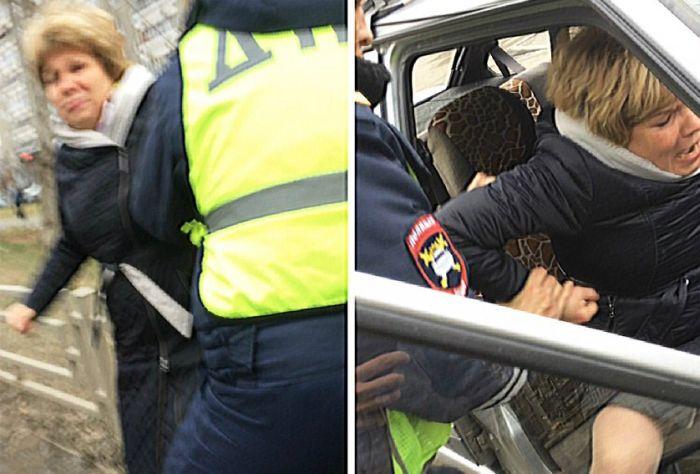 В Екатеринбурге на оскорблявшую полицейских женщину надели наручники (3 фото + 2 видео)