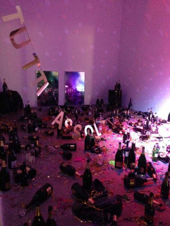 В музее современного искусства уборщица выбросила арт-инсталляцию, приняв ее за мусор (3 фото)
