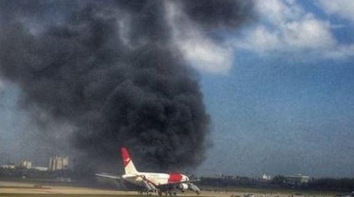 Во Флориде на взлетной полосе загорелся пассажирский самолет Boeing 767 (4 фото)