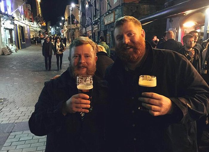 Ирландец случайно встретил своего двойника на борту самолета (2 фото)