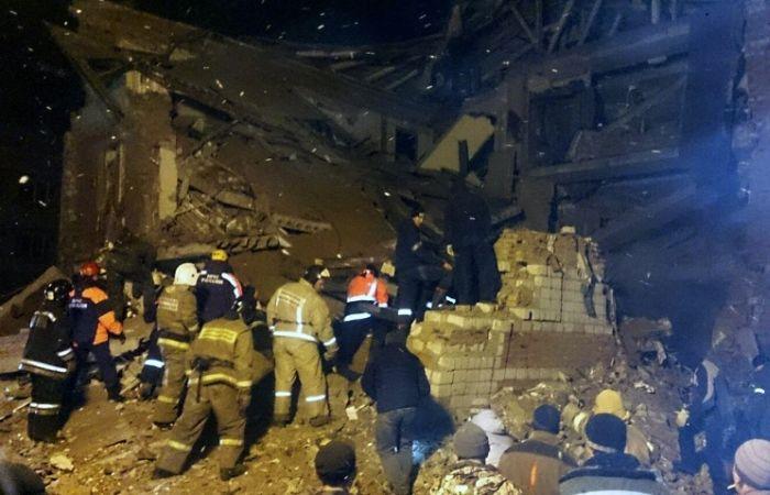 В Хабаровском крае из-за взрыва газа рухнул подъезд жилого дома (5 фото)