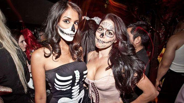 Pornhub рассказал, какие костюмы для Хэллоуина самые сексуальные, согласно статистике их пользователей (3 фото)