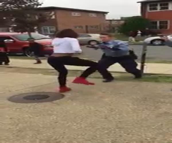 Танцевальный батл между женщиной-полицейским и девушкой