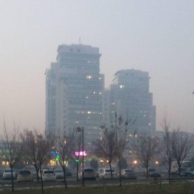 Из-за пала травы в КНР Хабаровск заволокло дымом (11 фото)