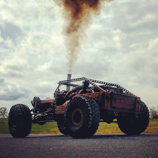 Зомби-мобиль на базе внедорожника Jeep 4x4 (10 фото)