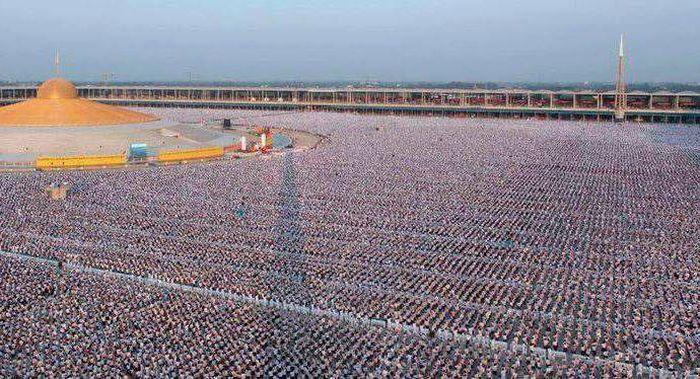 Миллион тайских школьников собрались, чтобы медитировать за мир во всем мире (4 фото)