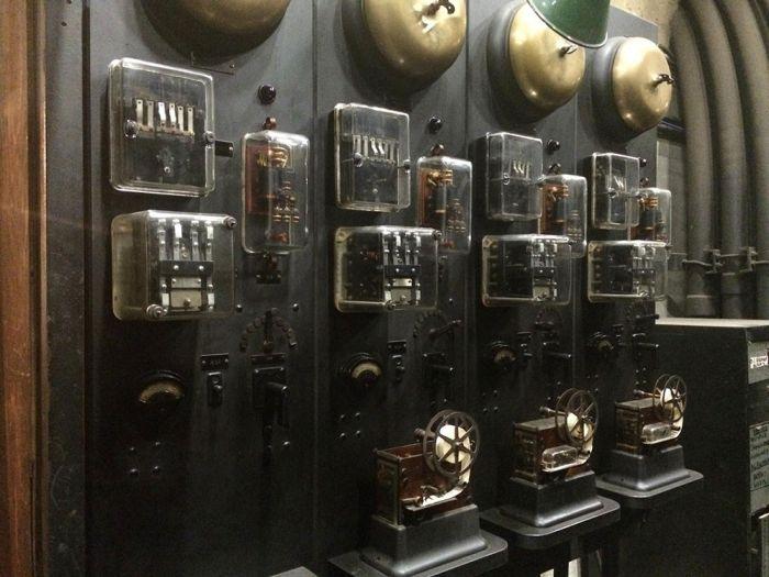 В нью-йоркском метро водят экскурсии к «первому в мире компьютеру» (7 фото)