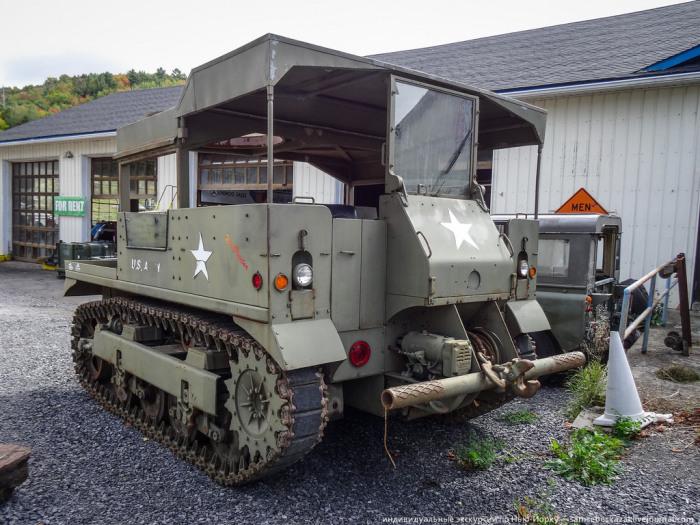 Раритетная военная техника в закромах у одного американского пенсионера (25 фото)