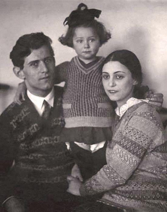 Фото знаменитостей в кругу семьи (26 фото)
