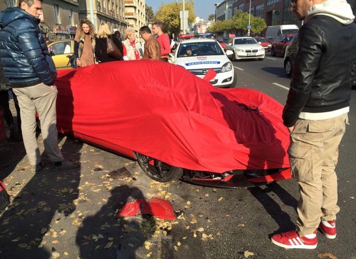 В Будапеште разбили гиперкар LaFerrari стоимостью более 1,5 миллионов долларов (4 фото + видео)
