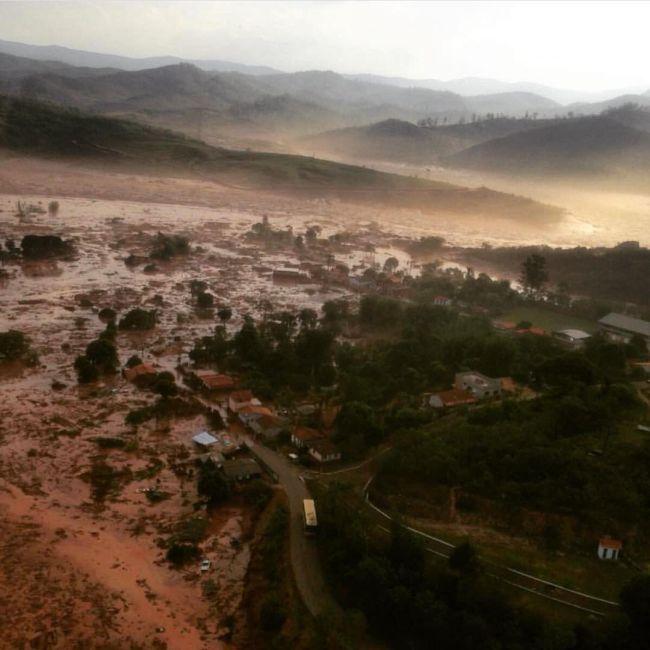 Из-за прорыва дамб Бразилии грозит экологическая катастрофа (6 фото + видео)