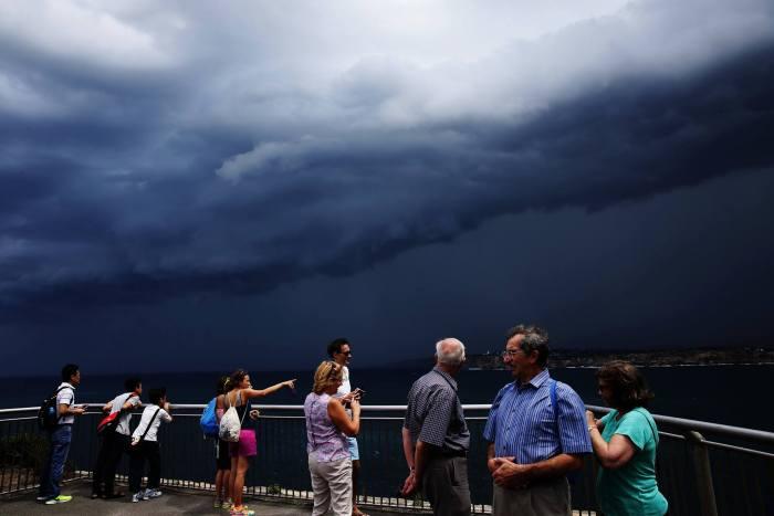 Потрясающие грозовые тучи в небе над Сиднеем (9 фото)