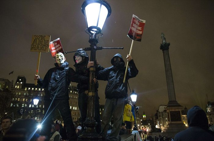 В Лондоне «Марш миллионов масок», организованный движением Anonymous, закончился беспорядками (32 фото)