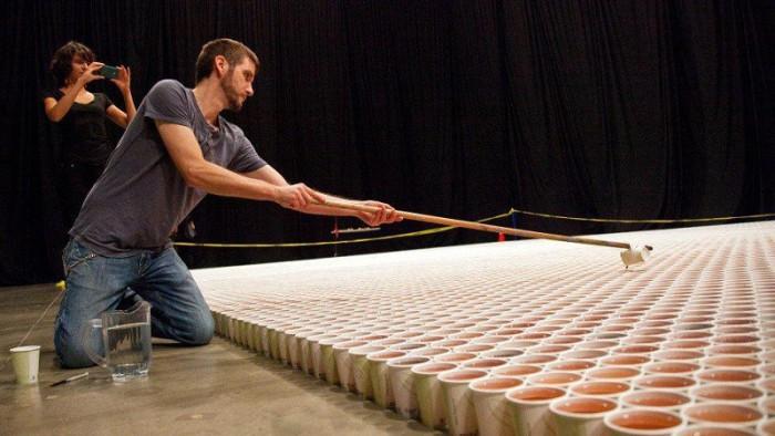 Огромная мозаика из пластиковых стаканчиков (4 фото + видео)