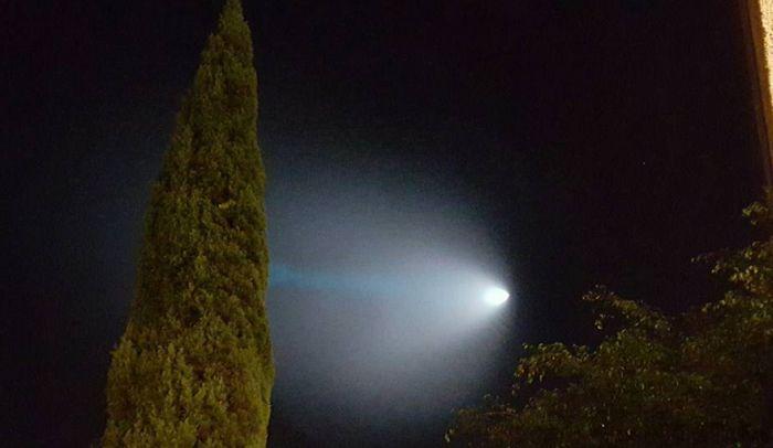 Ракету ВВС США в небе над Калифорнией приняли за НЛО (7 фото + видео)