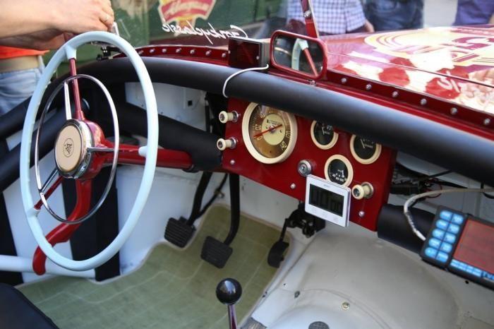 Уникальная реплика советского спортивного родстера ГАЗ М-20 «Победа-Спорт» (13 фото)