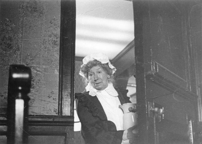Актриса Рина Зеленая на съёмках фильма «Шерлок Холмс и доктор Ватсон» (4 фото)