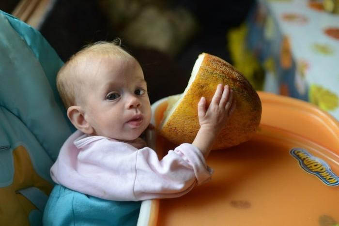 Маленький ребенок в семье сыроедов (4 скриншота)