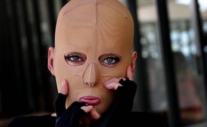 28-летняя австралийка, которую изуродовала завистница, показала свое новое лицо (16 фото)