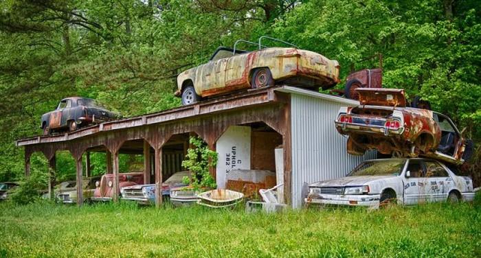 Самое старое в мире кладбище автомобилей (19 фото)