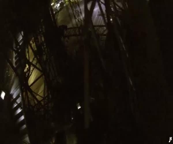 Паркурщик Джеймс Кингстон покорил Эйфелеву башню