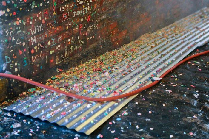 Власти Сиэтла уничтожат знаменитую «стену жвачки» (11 фото)