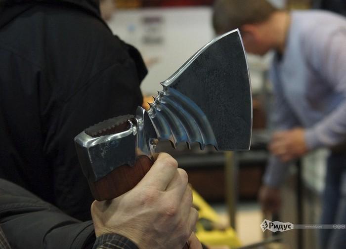 Уникальные экспонаты выставки современного холодного оружия «Клинок — традиции и современность 2015» (22 фото)