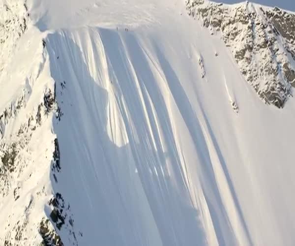 Горнолыжник остался жив, скатившись кубарем с 500-метрового склона
