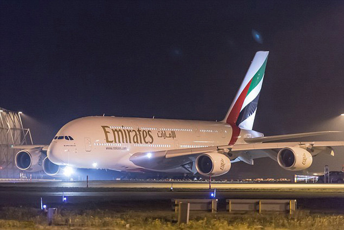 Авиакомпания Emirates Airline представила авиалайнер Airbus A380 на 615 посадочных мест (7 фото)