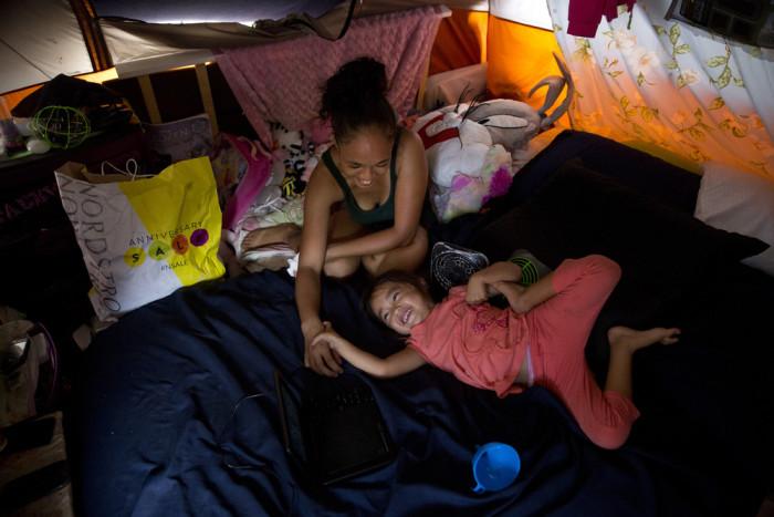 Жизнь бездомных людей на Гавайях (32 фото)