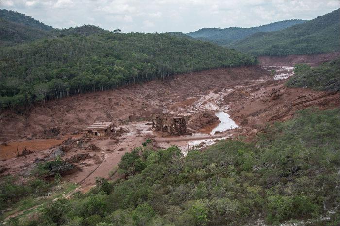 Бразильский городок приходит в себя после затопления (22 фото)