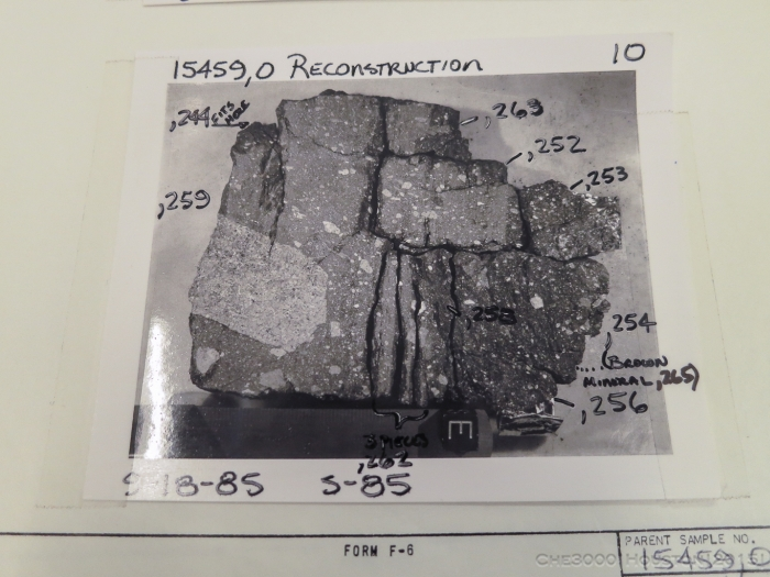 Экскурсия по хранилищу лунного грунта (30 фото)