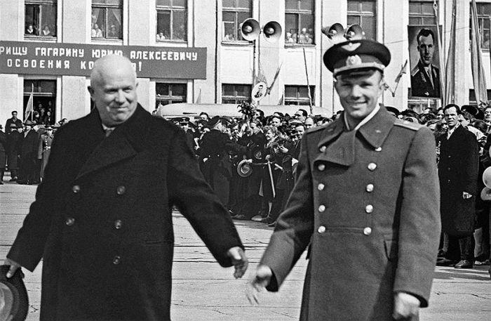 Настроения граждан СССР после известия о первом полете человека в космос (4 фото)