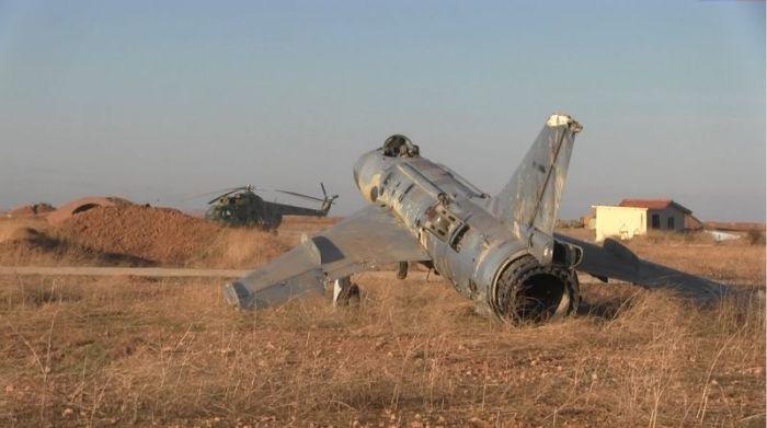 Репортаж с разблокированной сирийской авиабазы Кувейрис, находящейся на линии фронта (14 фото)