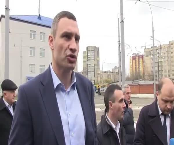 Мэр Киева Виталий Кличко представил современный трамвай