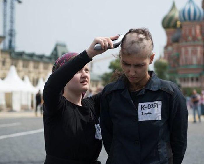 Самые запоминающиеся перформансы российских художников-акционистов (7 фото + 10 фото)