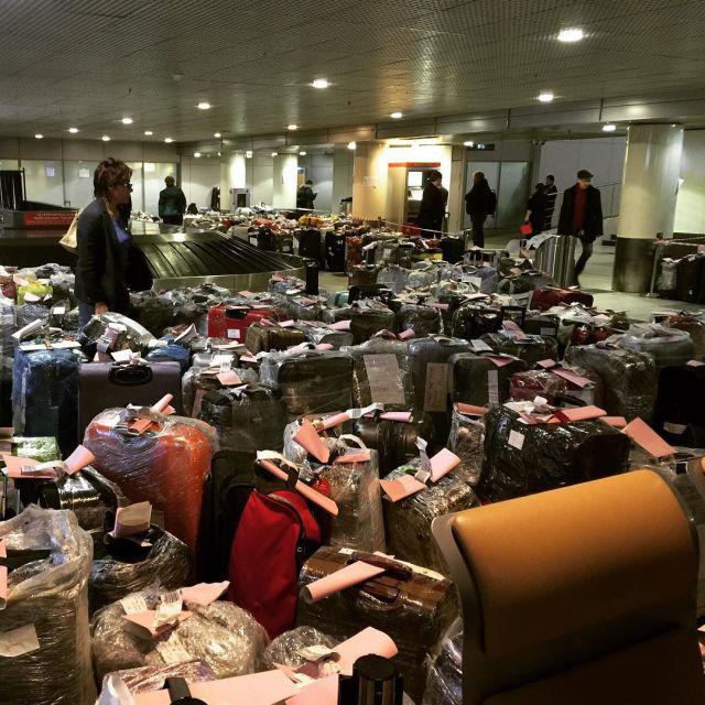 Чемоданный коллапс в российских аэропортах (11 фото)