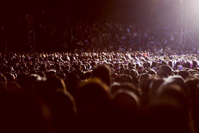 Как вести себя в толпе в условиях паники (2 фото)