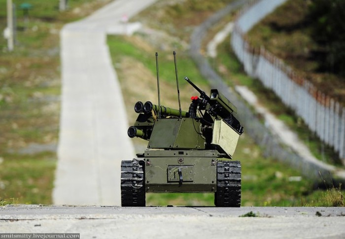 «Платформа-М» - роботизированный танк на службе ВС России (11 фото)